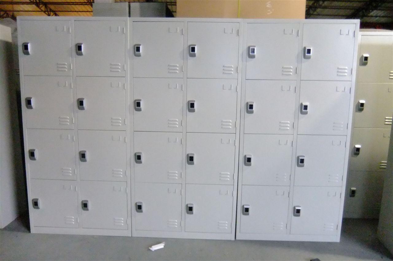 8门一卡更衣柜